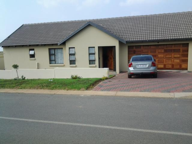 3 Bedroom House for Sale For Sale in Kosmosdal - Private Sale - MR086313