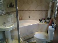 Main Bathroom - 6 square meters of property in Kosmosdal
