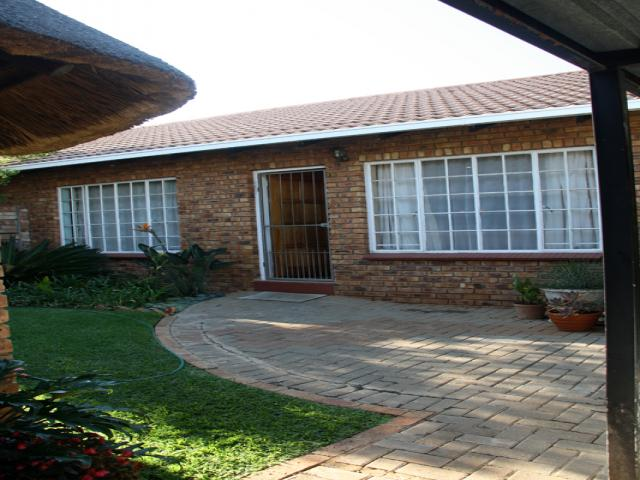 2 Bedroom Sectional Title For Sale in Pierre van Ryneveld - Private Sale - MR086321