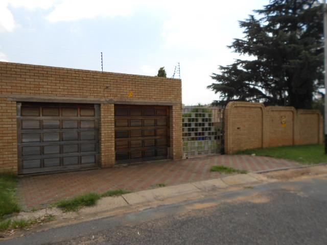 Standard Bank EasySell 3 Bedroom House For Sale in Roseacre - MR086419
