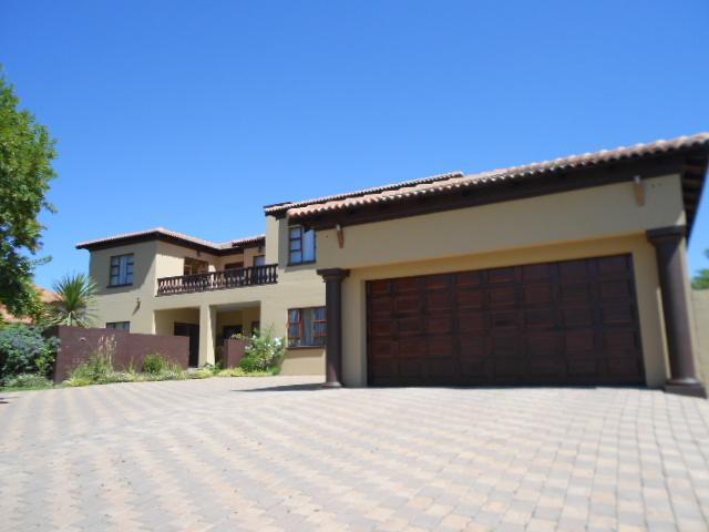 5 Bedroom House For Sale in Midrand - Private Sale - MR086453