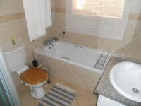 Bathroom 1 - 6 square meters of property in Die Hoewes