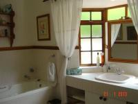 Main Bathroom - 9 square meters of property in Glentana