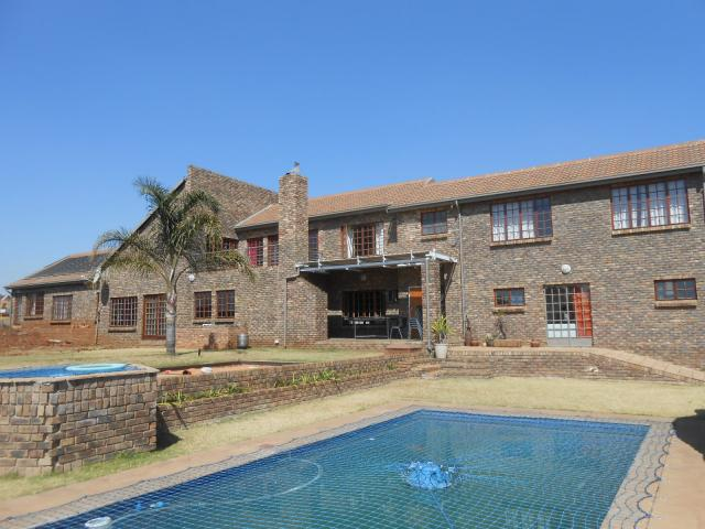 Smallholding For Sale in Raslouw - Home Sell - MR086976