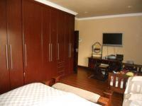 Main Bedroom - 20 square meters of property in Hartbeespoort