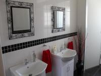 Bathroom 1 - 10 square meters of property in President Park A.H.