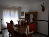 Dining Room of property in Theresapark