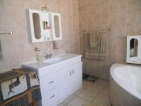 Main Bathroom - 19 square meters of property in Waverley