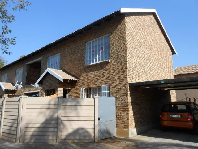 Standard Bank Repossessed 2 Bedroom Sectional Title on online auction in Rustenburg - MR088008