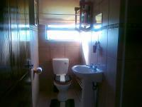 Bathroom 1 of property in Aston Bay