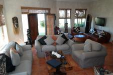 Lounges - 17 square meters of property in Kleinmond