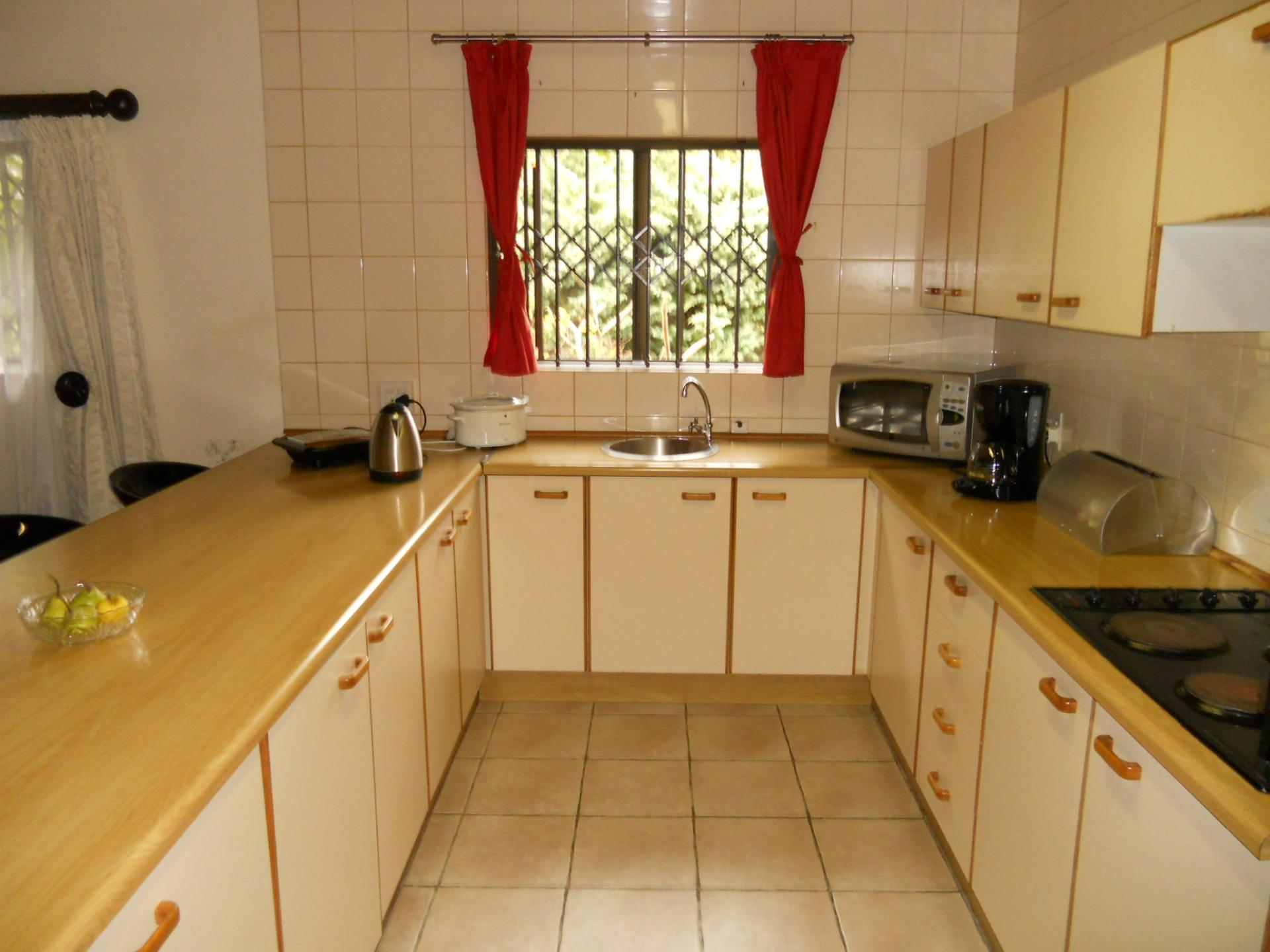 Kitchen - 14 square meters of property in Plettenberg Bay
