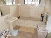 Bathroom 1 - 7 square meters of property in Plettenberg Bay