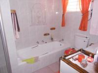 Main Bathroom - 7 square meters of property in Weltevreden Park