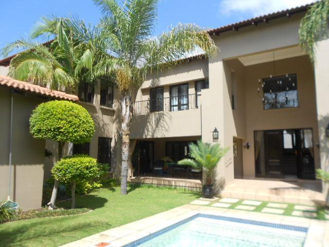 5 Bedroom House For Sale in Fourways - Private Sale - MR088500