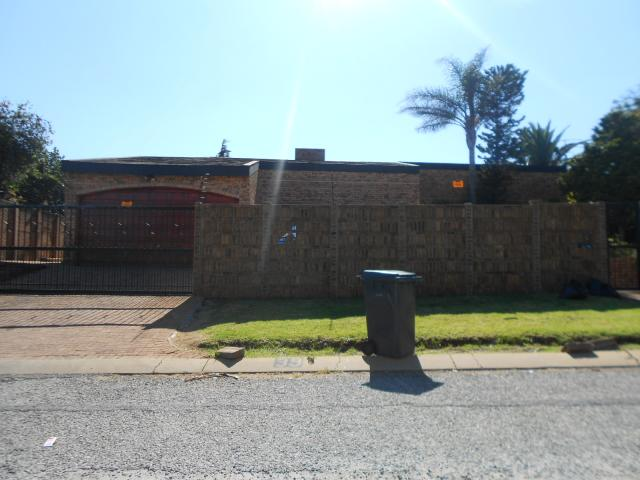 3 Bedroom House for Sale For Sale in Roodekrans - Home Sell - MR088527