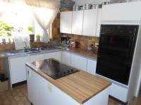Kitchen - 21 square meters of property in Roodekrans