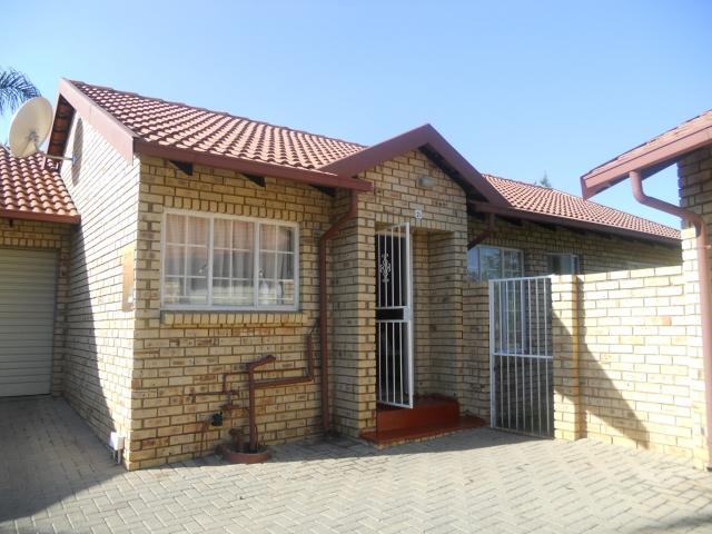 3 Bedroom Sectional Title for Sale For Sale in Faerie Glen - Private Sale - MR088571