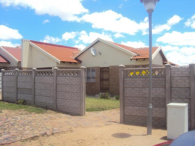 2 Bedroom House for Sale For Sale in Polokwane - Home Sell - MR088576