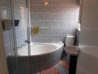 Main Bathroom - 5 square meters of property in Winchester Hills