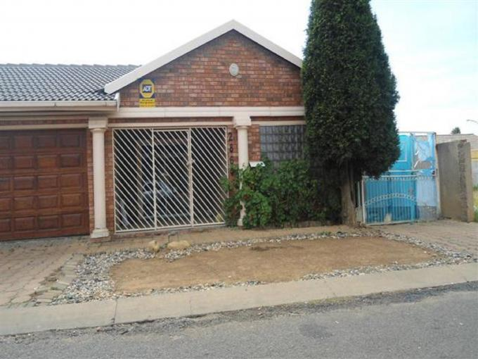 Standard Bank Repossessed 4 Bedroom House for Sale on online auction in Lenasia South - MR088628