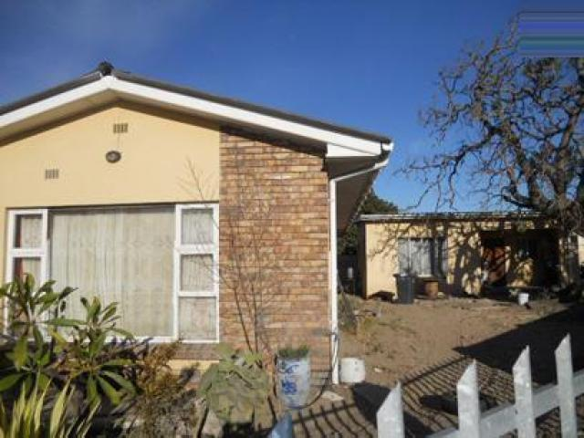 3 Bedroom House for Sale For Sale in Elsies River - Private Sale - MR088651