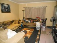 Lounges - 18 square meters of property in Glenmarais (Glen Marais)