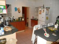 Kitchen - 33 square meters of property in Glenmarais (Glen Marais)