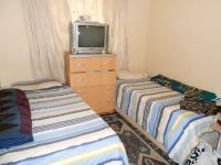 Bed Room 1 of property in Karenpark