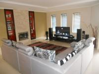 Lounges - 31 square meters of property in Parklands