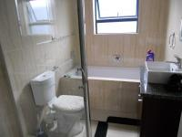 Bathroom 2 - 6 square meters of property in Parklands