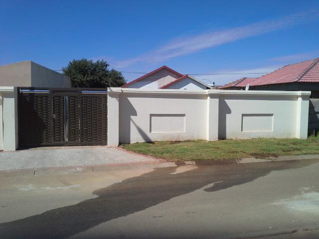 2 Bedroom House for Sale For Sale in Protea Glen - Private Sale - MR089164