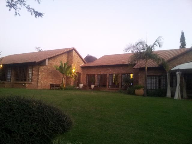 6 Bedroom House For Sale in Emalahleni (Witbank)  - Home Sell - MR089196