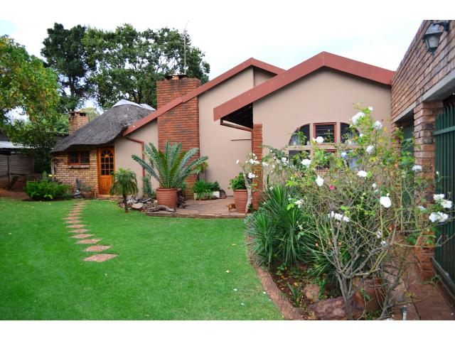 4 Bedroom House for Sale For Sale in Doringkloof - Home Sell - MR089216