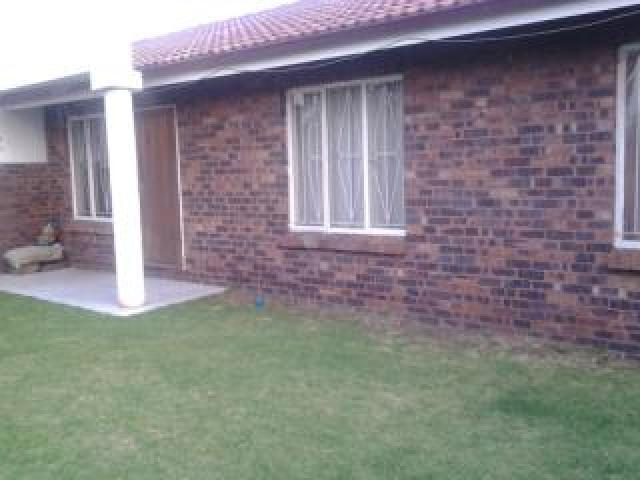3 Bedroom House For Sale in Eldorado Park A/H - Home Sell - MR089289