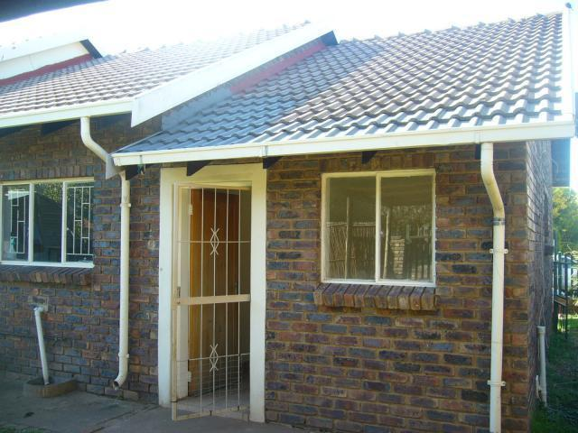 Standard Bank EasySell 3 Bedroom House For Sale in Middelburg - MP - MR089314