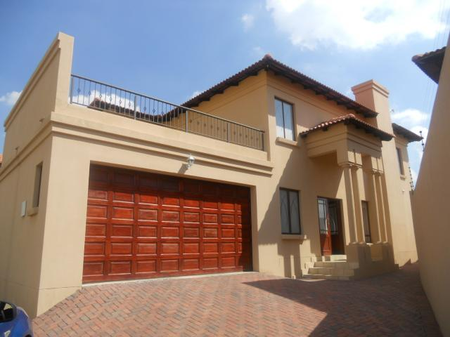 4 Bedroom House for Sale For Sale in Rua Vista - Home Sell - MR089416