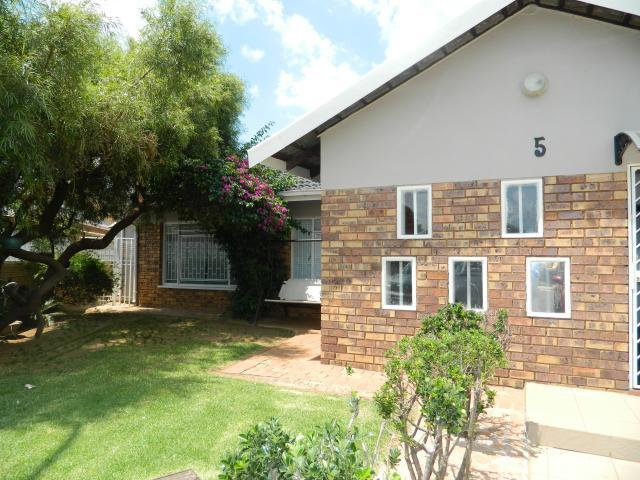 3 Bedroom House For Sale in Lenasia South - Home Sell - MR089455