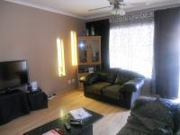 Lounges - 30 square meters of property in Rooihuiskraal