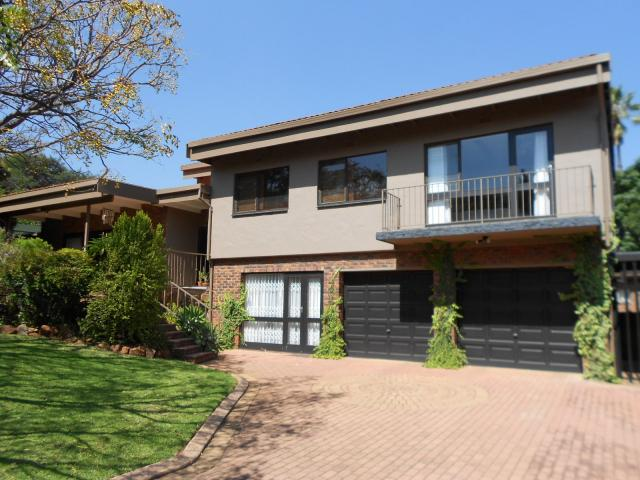 4 Bedroom House for Sale For Sale in Cresta - Private Sale - MR089501