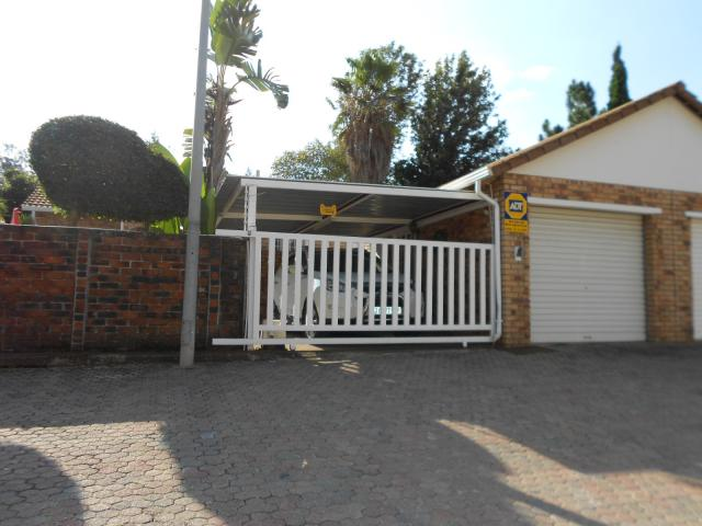2 Bedroom Cluster for Sale For Sale in Wynberg - JHB - Home Sell - MR089515