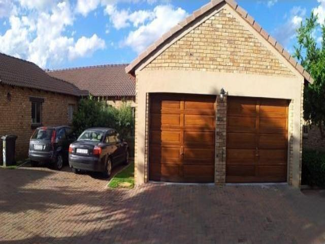 2 Bedroom Sectional Title for Sale For Sale in Monavoni - Private Sale - MR089554