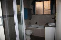 Bathroom 1 - 6 square meters of property in Monavoni