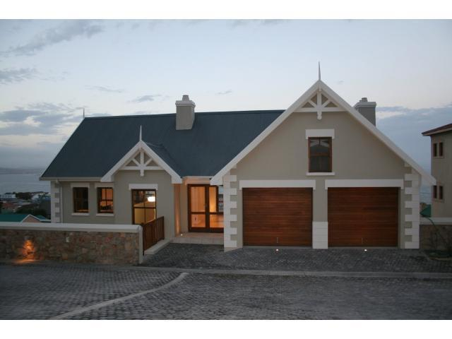 5 Bedroom House For Sale in Mossel Bay - Private Sale - MR089561