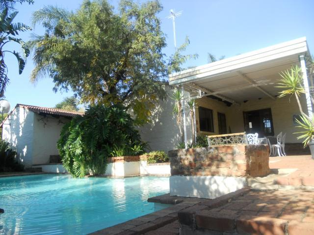4 Bedroom House for Sale For Sale in Garsfontein - Home Sell - MR089628