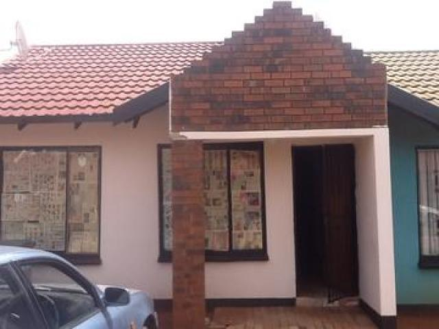 2 Bedroom Sectional Title for Sale For Sale in Protea Glen - Home Sell - MR089687