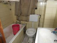 Main Bathroom - 5 square meters of property in Gardens