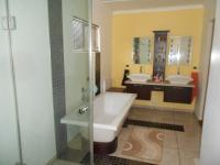 Main Bathroom - 12 square meters of property in Quellerina