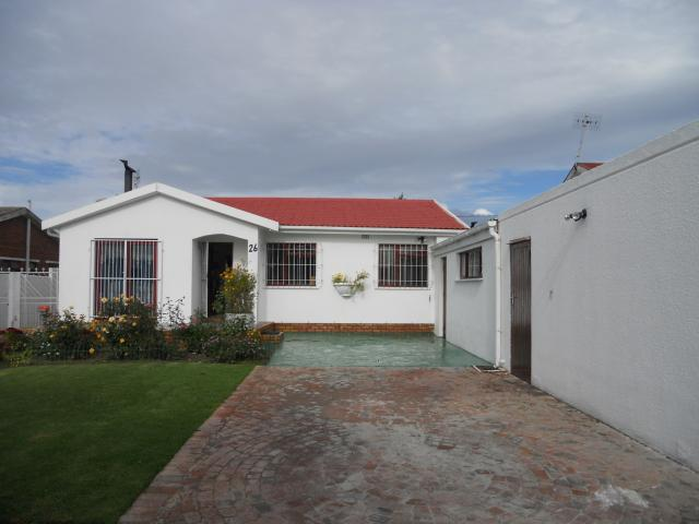 3 Bedroom House For Sale in Windsor Park - CPT - Private Sale - MR089964