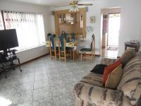 Lounges - 13 square meters of property in Windsor Park - CPT